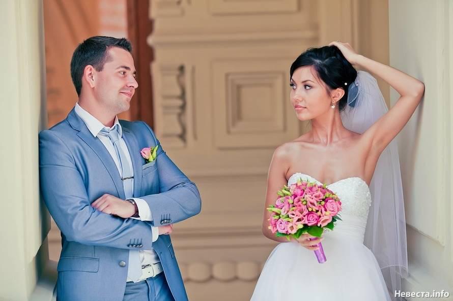 Сочетание свадебных платьев и костюмов