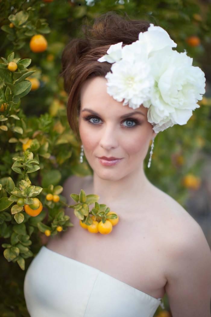 Невесты с цветами в волосах фото