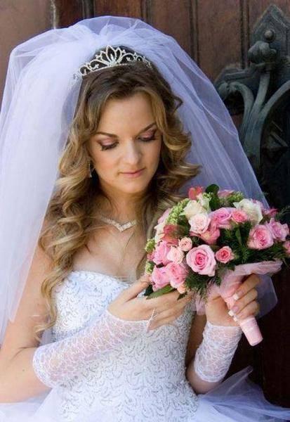 Изобр по > Свадебная Прическа на Длинные Волосы с Диадемой