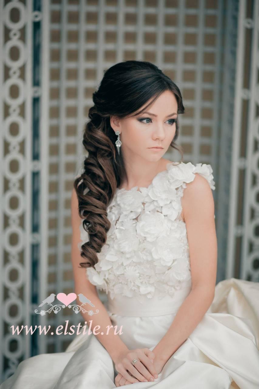 Свадебные прически на длинных волосах без челки и с фатой